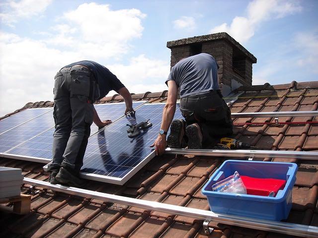 Comment installer des panneaux solaires marins